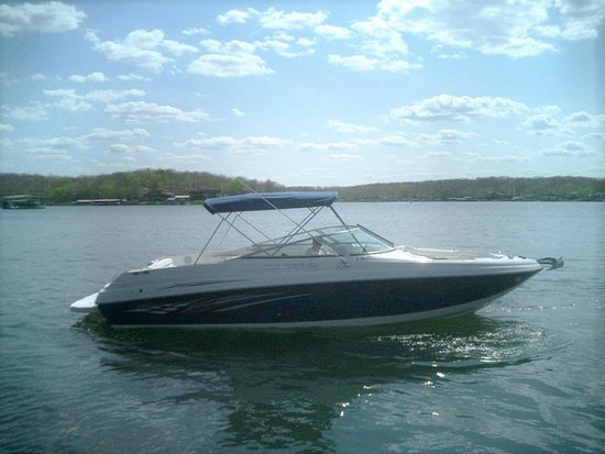 Lake Ozark, MO: Our 30ft Rinker