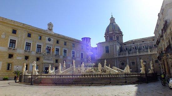 Fontana della Vergogna (Fontana Pretoria): A voir si in est dans le quartier