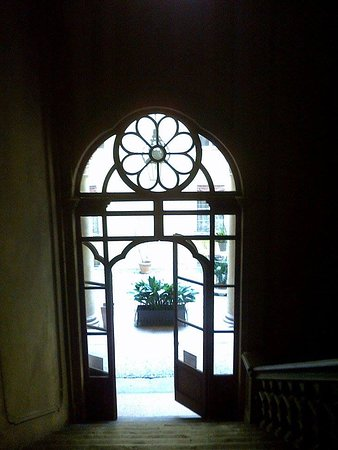 Residenza Bianconcini: Palazzo Bianconcini, l'accesso al cortile dalle scale