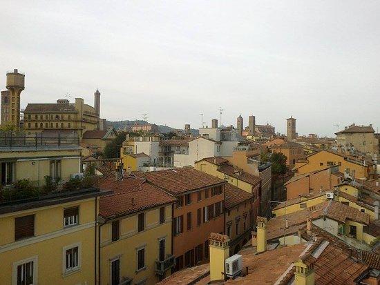 Residenza Bianconcini: La vista sui tetti di Bologna dalla camera