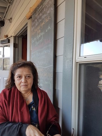 Los Alamos, Californië: On the deck outside Full of Life Flatbread