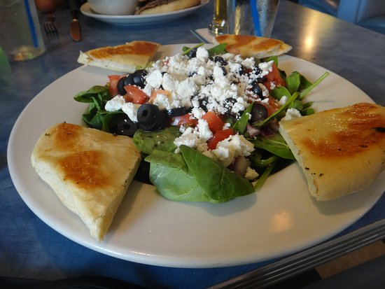 Mom's Cafe: Greek Spinach Salad