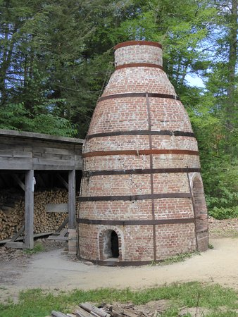 Old Sturbridge Village: Kiln next to pottery