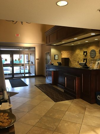 West Chester, OH: Clean Lobby, Free Cookies!