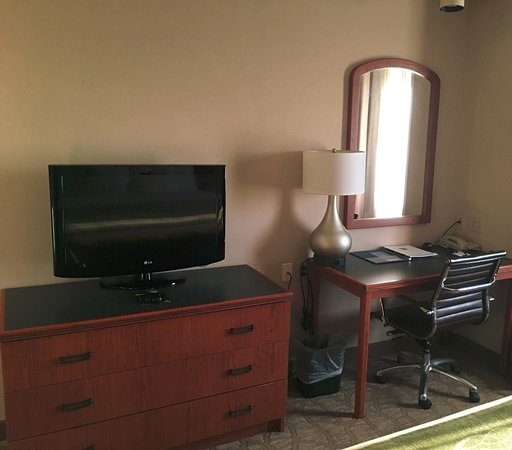 West Chester, OH: TV & desk