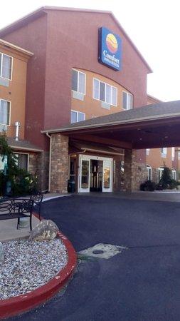 Comfort Inn & Suites Cedar City: Vista desde el estacionamiento