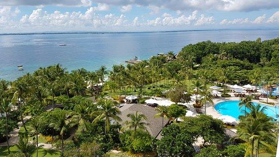 Shangri-La's Mactan Resort & Spa: Sprawling grounds