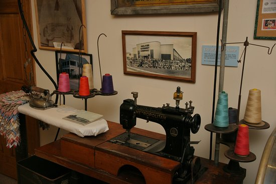 Seaford, DE: Old sewing machine display.