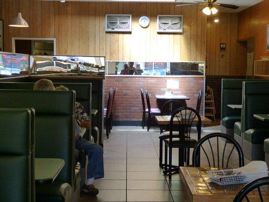 Sum's Mongolian Bar-B-Que Restaurant : Cozy booths