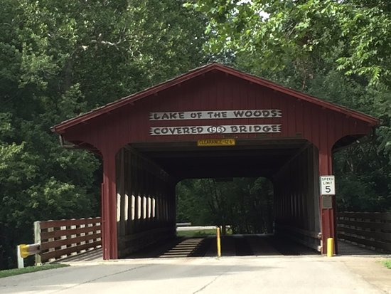 Mahomet, IL: Lake of the Woods Covered Bridge