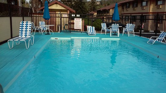 Coachman Inn: POOL
