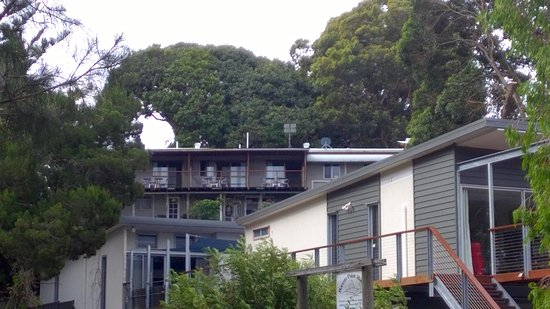 Boreen Point, Australien: View of the Motel from Street Below