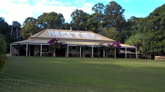 Boreen Point, Australien: Hotel for Lunch or Dinner Short distance away.