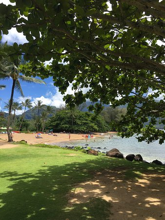 St. Regis Princeville Resort: Hanalei Bay is absolutely beautiful.