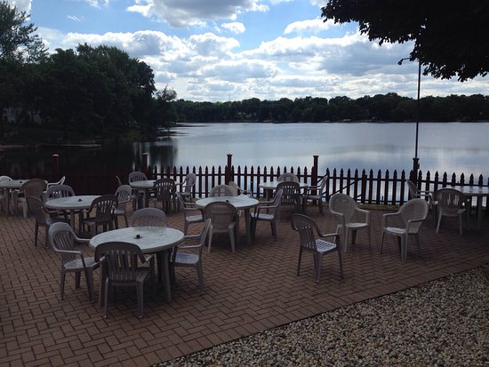 Lake Zurich, IL: Kathy's Lakeside Inn
