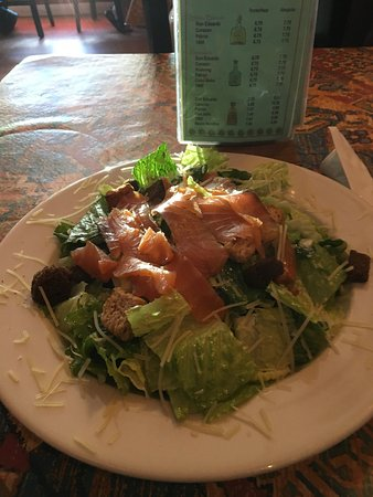 Ballston Spa, Nowy Jork: Tossed salad with sliced smoked salmon