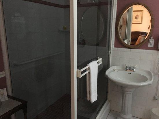 Саттер -Крик, Калифорния: Bathroom in Bronte room