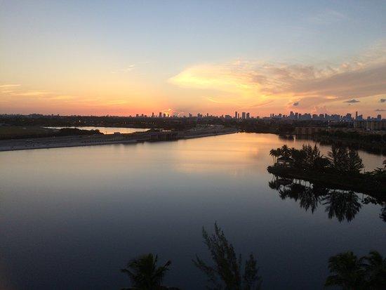 Hilton Miami Airport: View of the Miami skyline and lagoon at sunrise