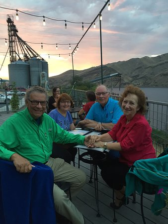 Clarkston, WA: River side dining