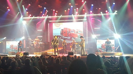 Branson, MO: Great show were there tonight, our second visit. This is a must see 5 star show.  Love each and