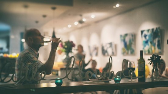 Kiama, Australia: Window seat at the Art Bar