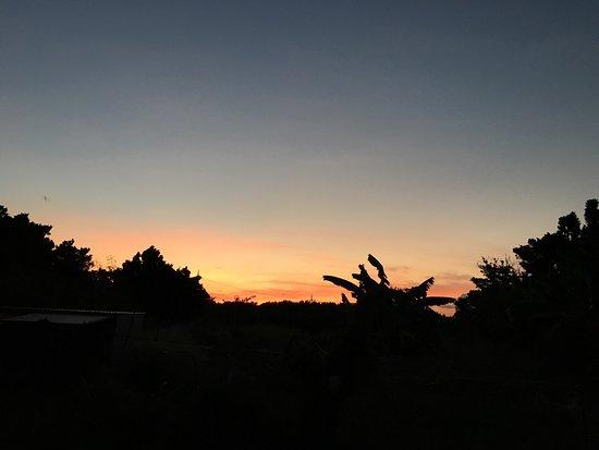 Kuro-shima Taketomi-cho, Japan: 部屋から撮影した夕陽です