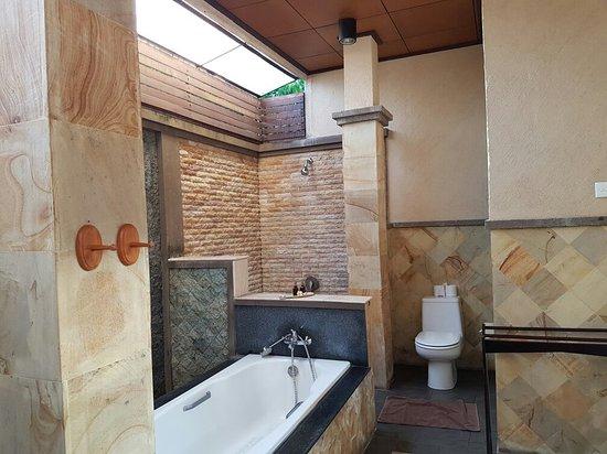 Bali Ayu Hotel: 20160830_183525_large.jpg