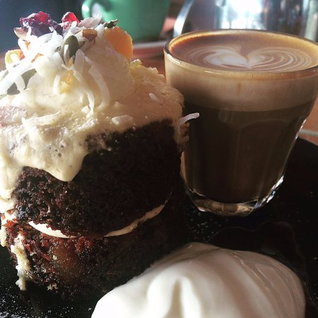 New Plymouth, Nueva Zelanda: Carrot Cake with a side of Piccolo Latte