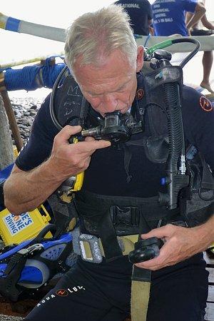 Tulamben, Indonesia: Preparing for dive