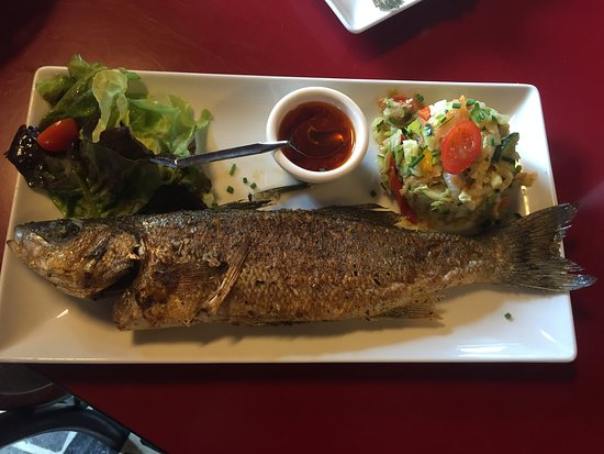 Restaurant Port Lauzieres: Bar grillé entier
