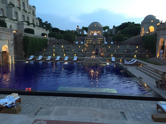 The Oberoi Amarvilas: Pool Side