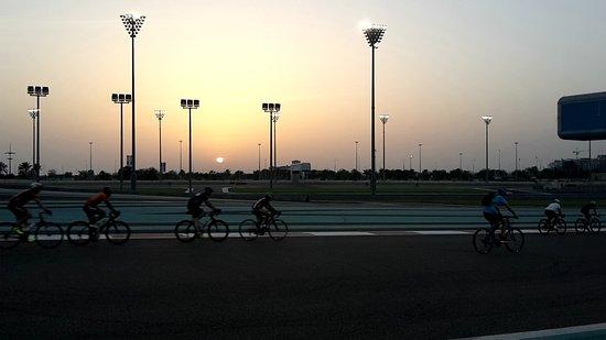 Yas Marina Circuit: Трасса на закате