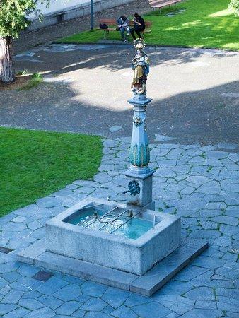 Hotel Stern Luzern: Virgin fountain