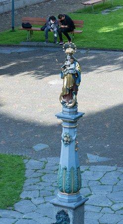 Hotel Stern Luzern: Fountain detail
