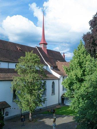 Hotel Stern Luzern: Franziskanerkirche opposite hotel