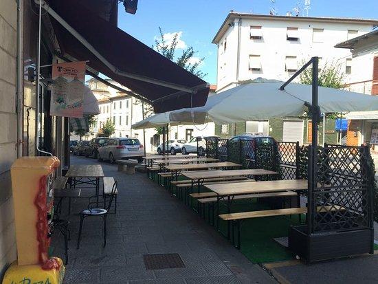 Lamporecchio, Italien: Tavoli esterno