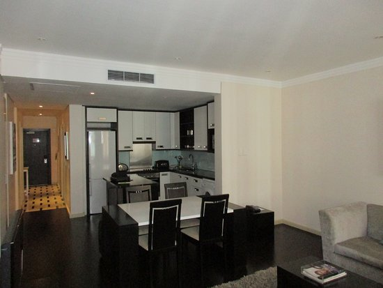 Mandela Rhodes Place Hotel & Spa: Full kitchen, made great use of the washing machine and dryer
