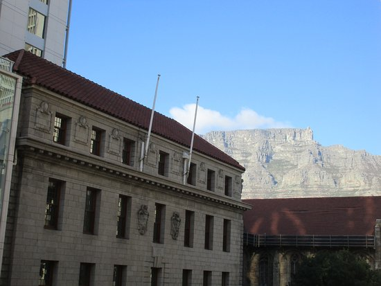 Mandela Rhodes Place Hotel & Spa: Table mountain as seen from the apartment