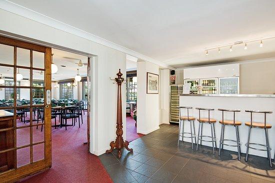 Raymond Terrace, Avustralya: Bar