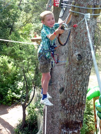 Forest Parc : seven year-old using the fool-proof safety device