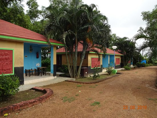 Maharshi niwas santiniketan west bengal guesthouse reviews photos rate comparison for Resorts in santiniketan with swimming pool