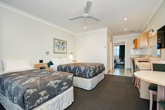 Raymond Terrace, Austrália: Family room  front  room Queen bed +Single bed