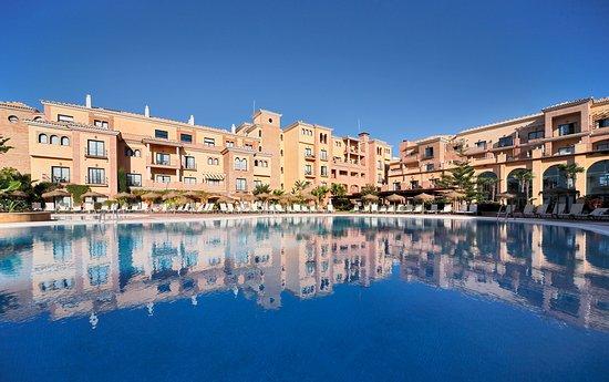 Barcelo Punta Umbria Mar: Pool Overview