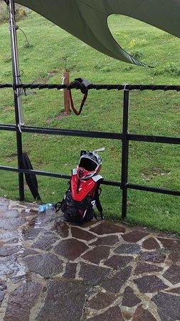 Fano Adriano, Italy: Экипировка завсегдатаев Прато Сельва - велосипедистов-экстрималов ))) Сушится после дождя )))
