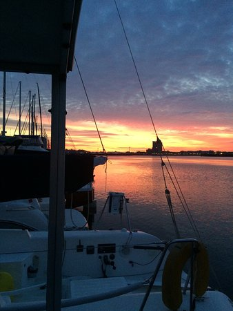 Constitution Marina's Bed & Breakfast Afloat: Sunrise this morning from sea chalet