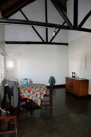 Zimbabue: Hippo Lodge - Living Area