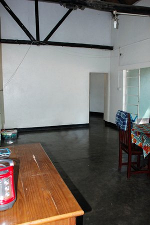 Zimbabue: Hippo Lodge - Living Area
