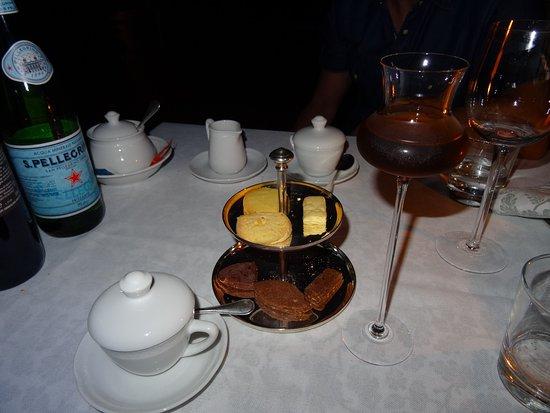 Relais San Pietro in Polvano: Dessert mit selbst gebackenen Biscotti und einem leckeren Dessertwein.