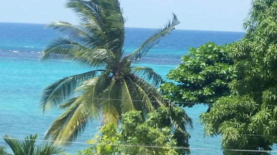 Marine View Hotel: My view every morning i woke up.... the best thing about me waking up was seeing the Ocean every