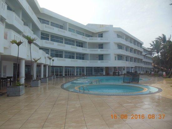 Induruwa Beach Resort: The Pool Area
